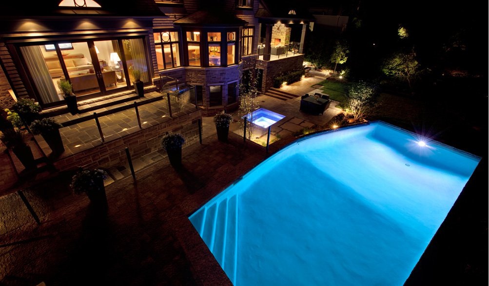 Dramatic landscape lighting design